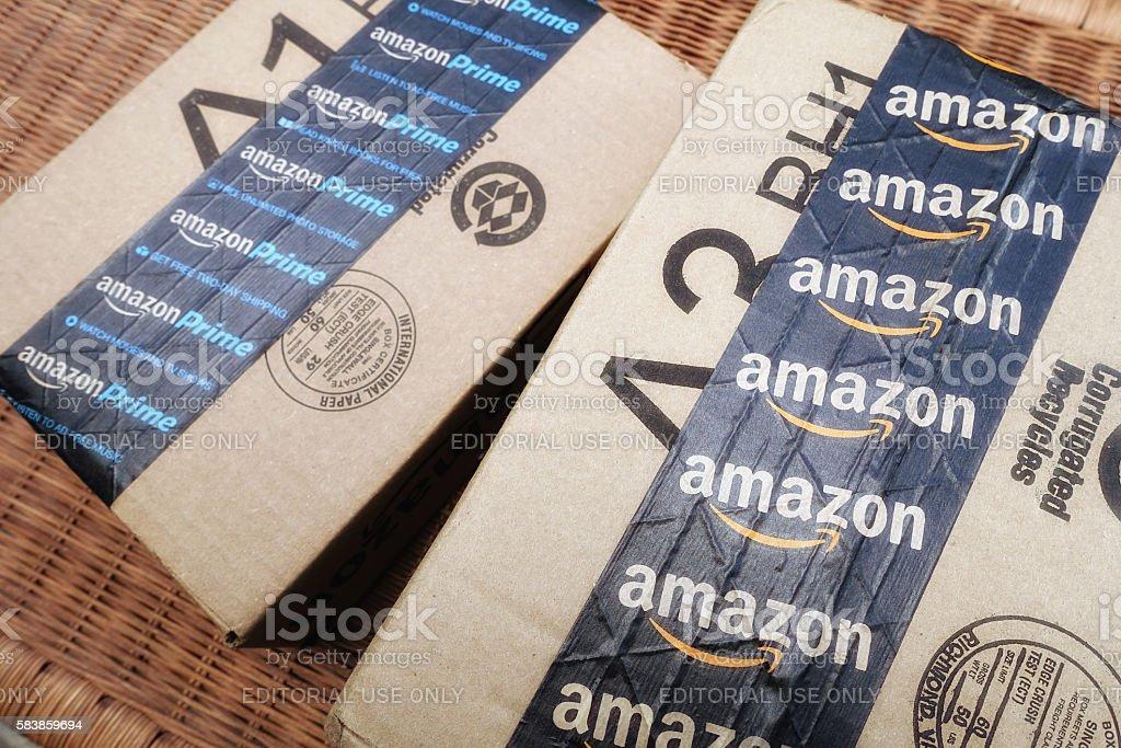 Amazon shipping packages - Foto stock royalty-free di Acquisti a domicilio