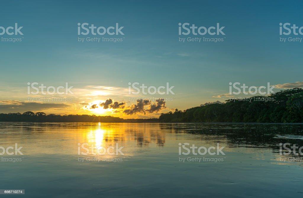 Amazon pôr-do-sol - foto de acervo