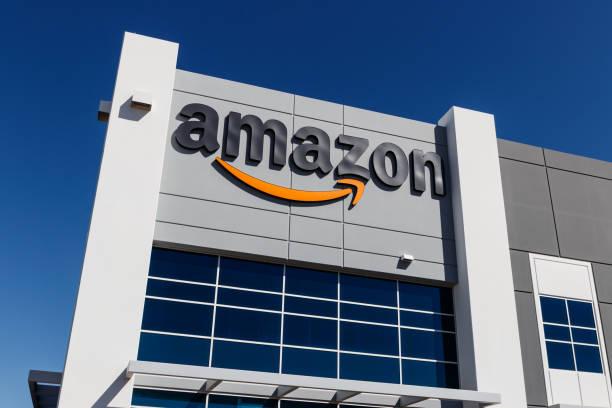 amazon.com fulfillment center. amazon is the largest internet-based retailer in the united states - big tech foto e immagini stock