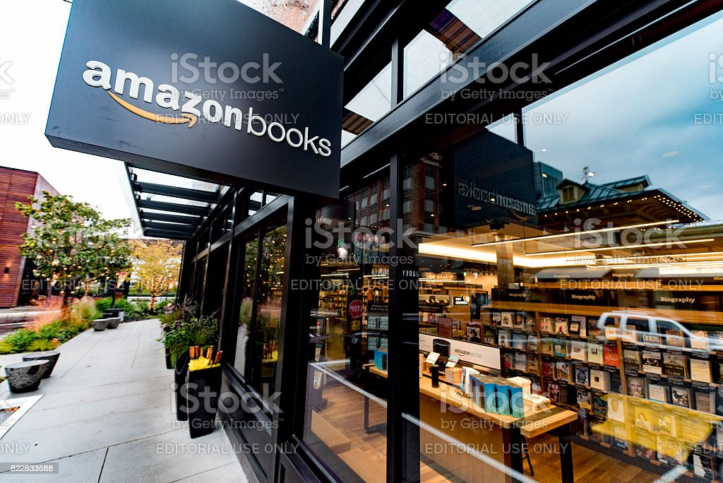 Amazon com inaugura el primer librería en Seattle, Washington-Amazon libros - foto de stock