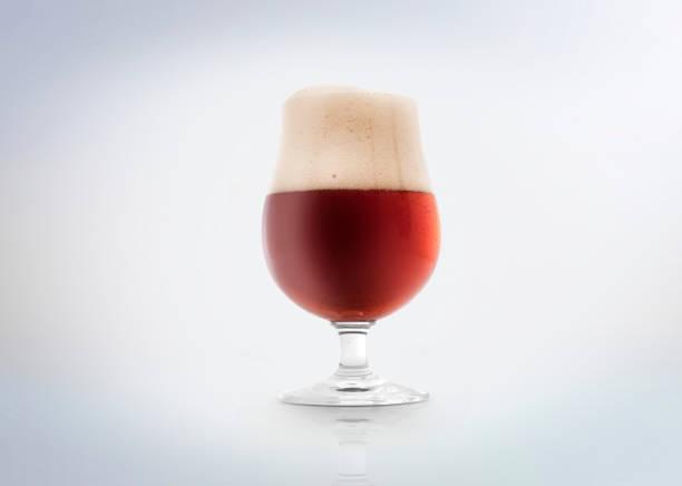 cerveja ale âmbar ou vermelho - ale - fotografias e filmes do acervo