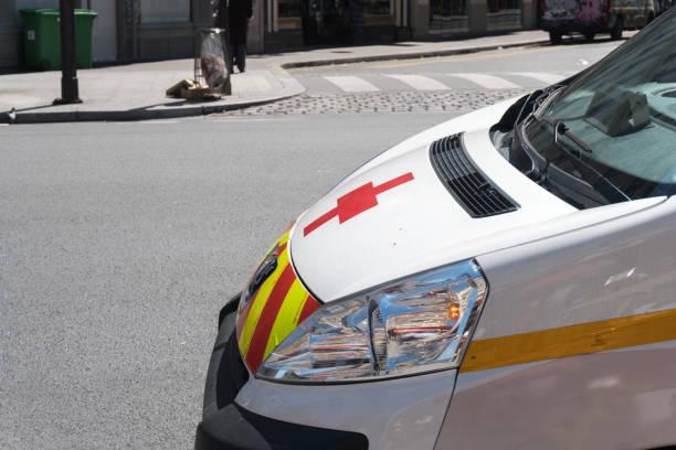 Paris, France - 1er mai 2016: ambulance, se précipitant vers le lieux de la catastrophe - Photo