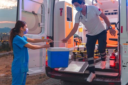 Ambulance staff, rushing for transplantation.