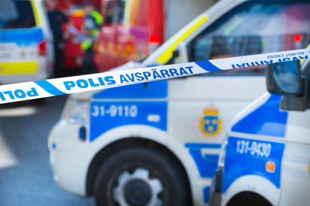 Ambulances and police cars in Stockholm, police line, do not cross - foto stock