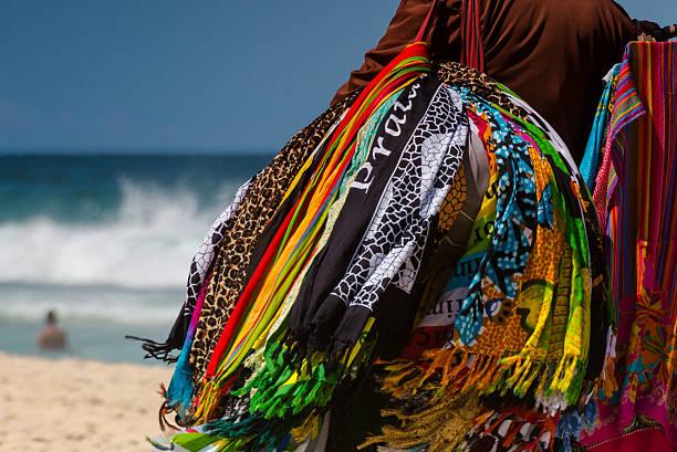 ambulante da praia - ambulante foto e immagini stock