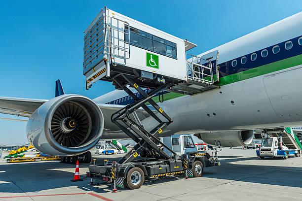ambulift service - airport pickup stockfoto's en -beelden