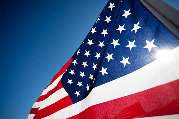 amereican флаг отображения commemorating национальный праздник - veterans day стоковые фото и изображения