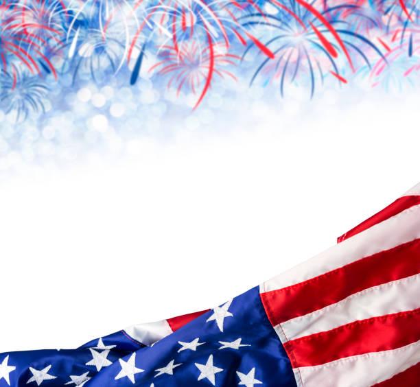 amerika bayrağı ve bokeh arka plan ile havai fişek ve kopya yer 4 temmuz bağımsızlık günü için abd ve diğer kutlama - columbus day stok fotoğraflar ve resimler