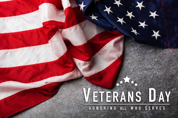 флаг соединенных штатов америки, военно-патриотический символизирующий - veterans day стоковые фото и изображения
