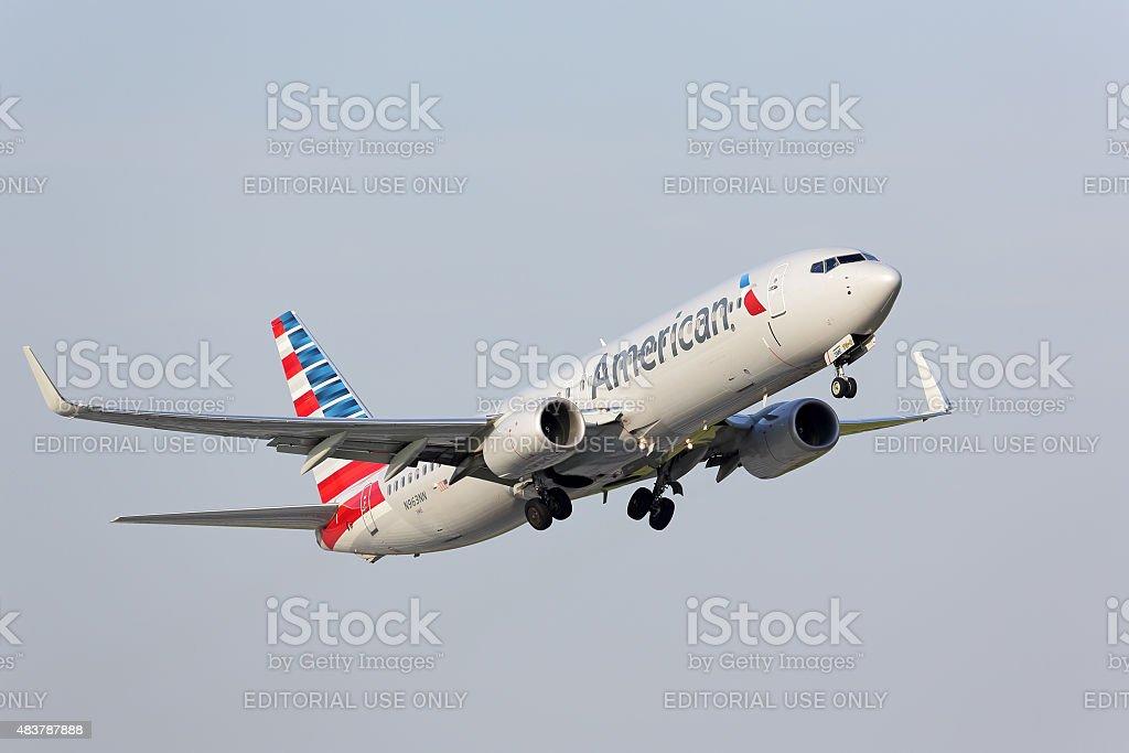 American Airlines Boeing 737-800 de decolar em Chicago - foto de acervo