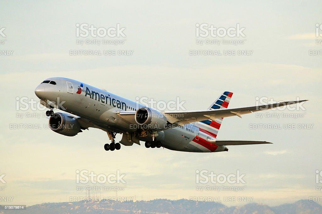 Americana Companhias aéreas Boeing 787-8 Dreamliner da decolagem no Aeroporto de Los Angeles - foto de acervo