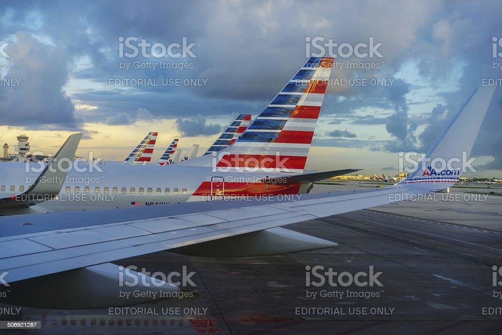 American Airlines terminal central no Aeroporto Internacional de Miami - foto de acervo
