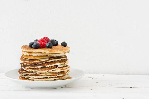 prima colazione all'americana. pancake - pancake foto e immagini stock