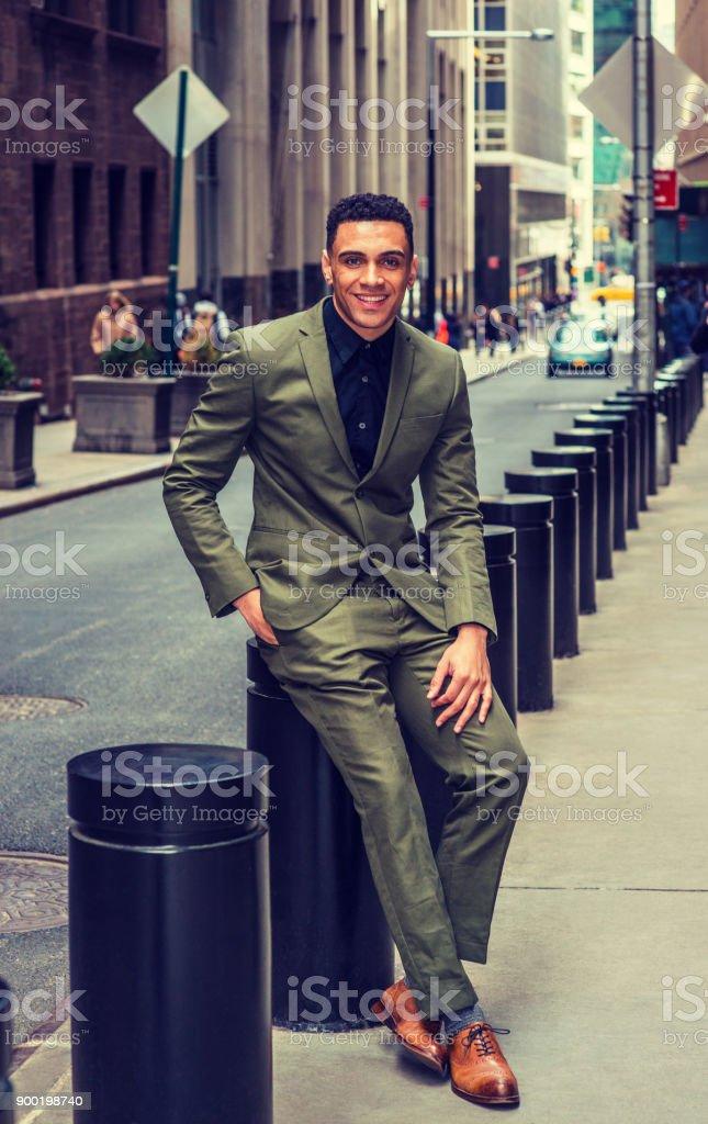 Fotografia De Moda De Calle De Hombre De Negocios Estadounidense En - Moda-para-hombres-maduros