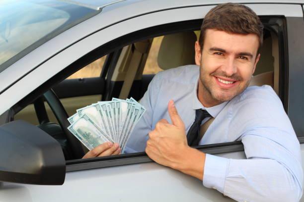Excitador americano que prende contas de 100 dólares - foto de acervo