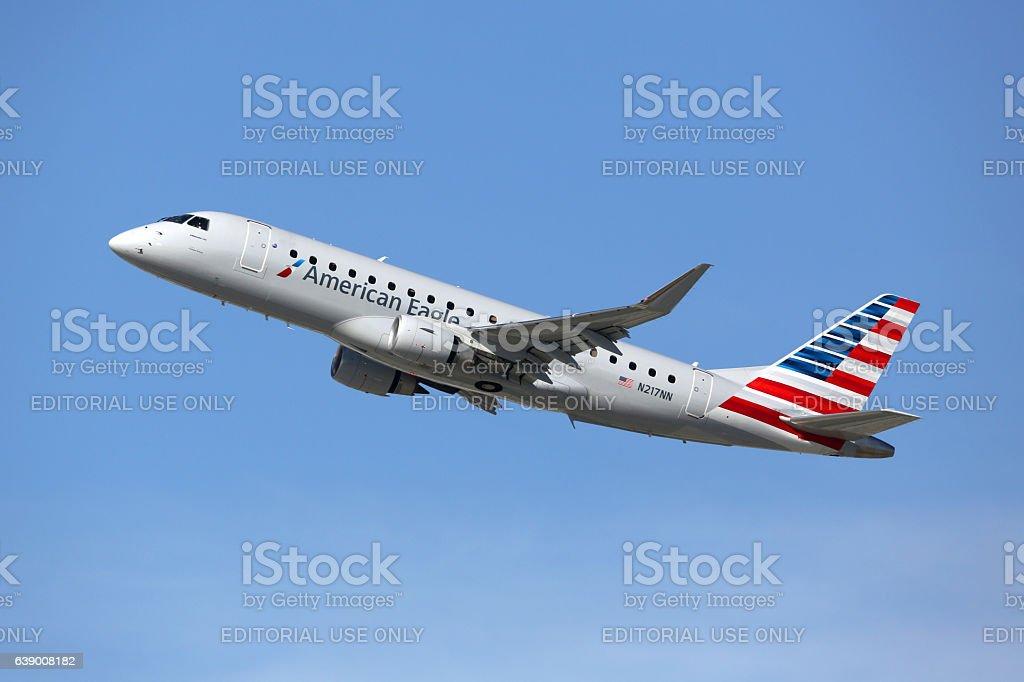 American Eagle Embraer 175LR airplane - foto de acervo