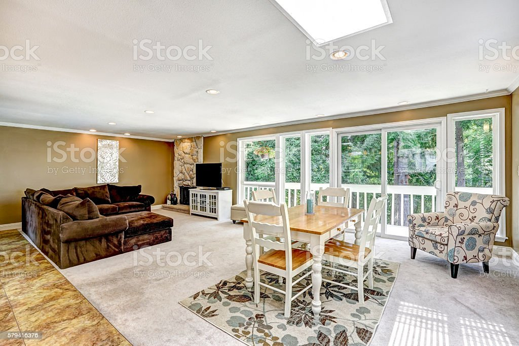 American Family Room And Dining Room Interior Stockfoto Und Mehr