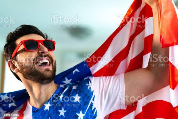 Amerikaanse Fan Vieren Thuis Stockfoto en meer beelden van Alleen mannen
