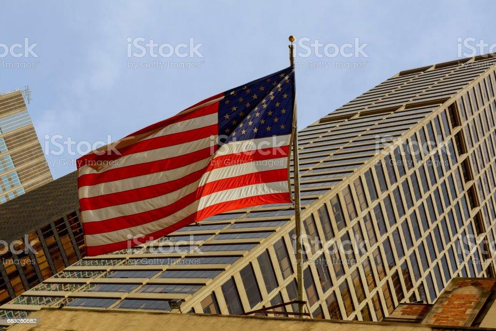밝은 푸른 하늘에 대 한 미국 국기 royalty-free 스톡 사진