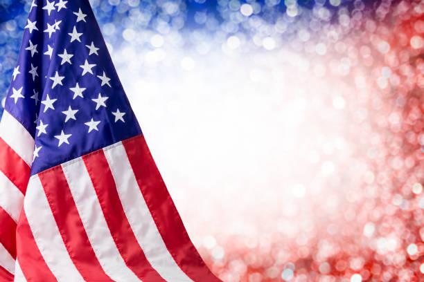 4 temmuz bağımsızlık günü ve diğer kutlama için kopya alanı ile amerikan bayrağı ve bokeh arka plan - columbus day stok fotoğraflar ve resimler
