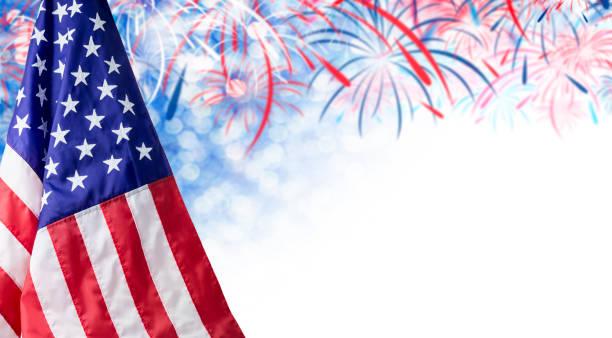 4 temmuz bağımsızlık günü ve diğer kutlama için havai fişek ve kopya alanı ile amerikan bayrağı ve bokeh arka plan - columbus day stok fotoğraflar ve resimler