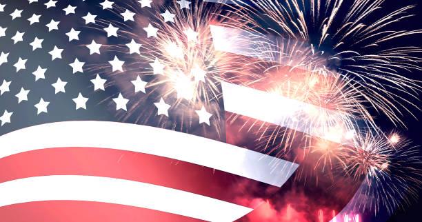 Amerikanische Flagge und Feuerwerk für den Tag der Unabhängigkeit – Foto