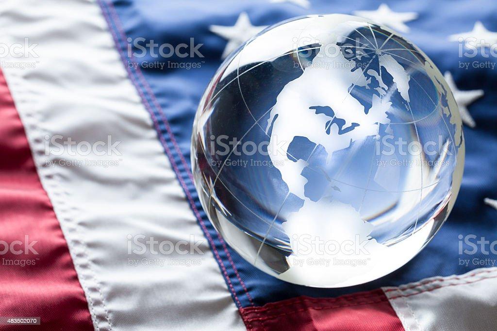 Bandera estadounidense y mundo de los Estados Unidos - foto de stock