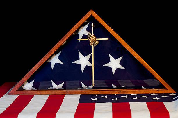 amerikanische flagge mit eingearbeitetem/remembrance box - box falten stock-fotos und bilder