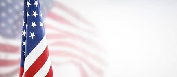amerikanische flagge zum gedenktag, 4. juli, tag der arbeit - scyther5 stock-fotos und bilder