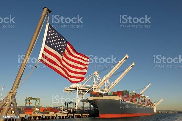 Bandiera Americana Noi Porto E Contenitore Nave Simboli Economia Del Settore Orgoglio - Fotografie stock e altre immagini di Stati Uniti d'America