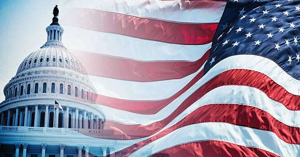 amerikanische flagge winken für ein nationalfeiertag in washington, dc - wahlen in usa stock-fotos und bilder