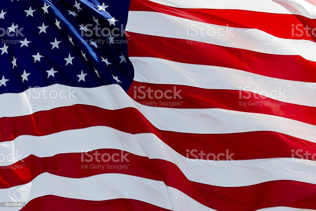 Bandera estadounidense Saludar con la mano en el viento foto de stock libre de derechos