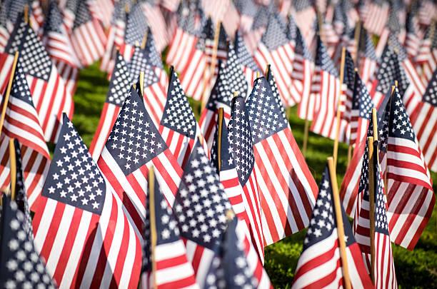 american flags - memorial day fotografías e imágenes de stock