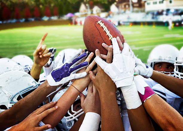 joueur de football américain - se regrouper photos et images de collection