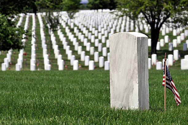 american grave for fallen military - arlington national cemetery stock pictures, royalty-free photos & images