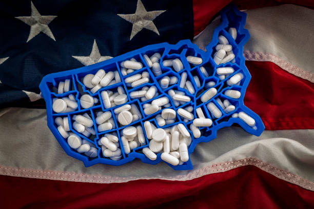 American map covered with opioid painkillers like oxycodone and hydrocodone Healthcare, opioid epidemic and drug abuse concept with the map of USA filled with oxycodone and hydrocodone pharmaceutical pills on the American flag epidemic stock pictures, royalty-free photos & images