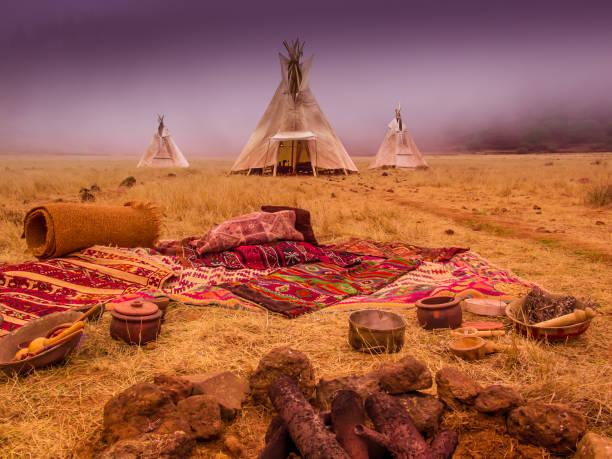 american native zelt camp tipis - weidentipi stock-fotos und bilder