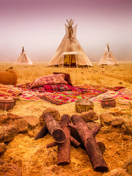 american native zelt camp tipis - indianer tipi stock-fotos und bilder