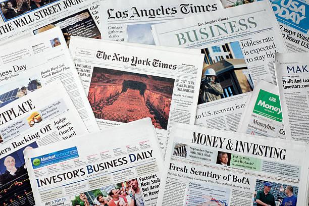 amerikanischen zeitungen - new york times stock-fotos und bilder