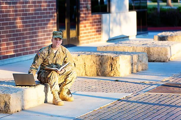 amerikanische soldaten im camous - militärisches training stock-fotos und bilder