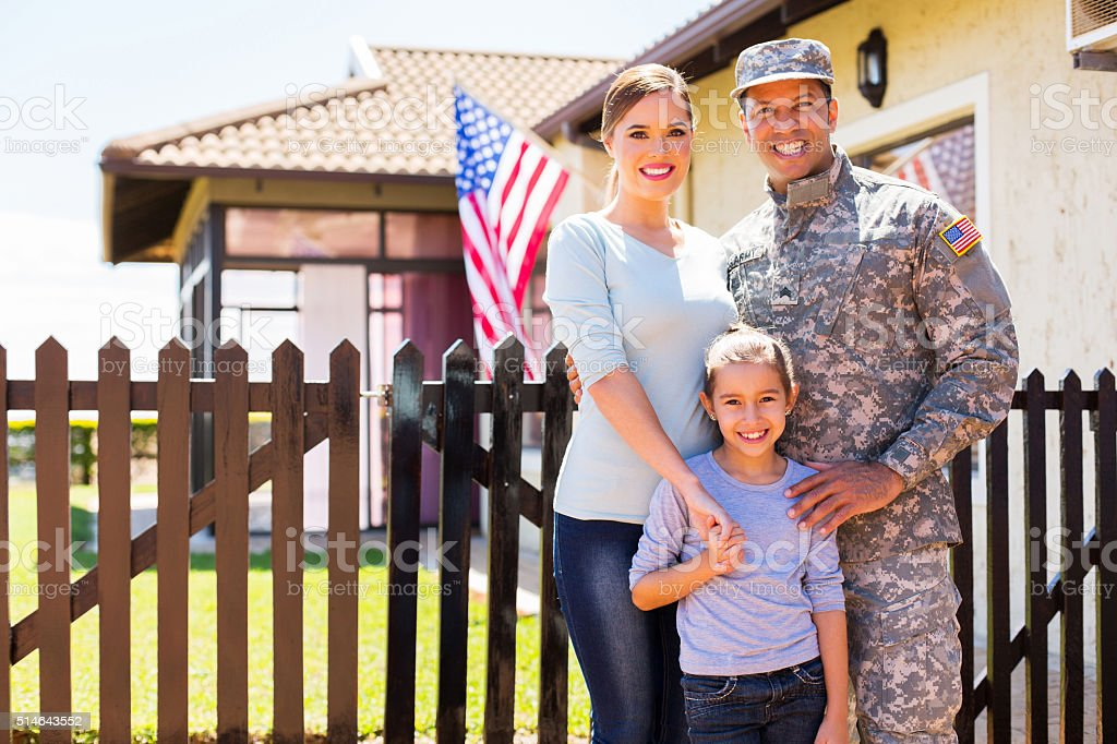 Soldado americano reunir com a família - foto de acervo