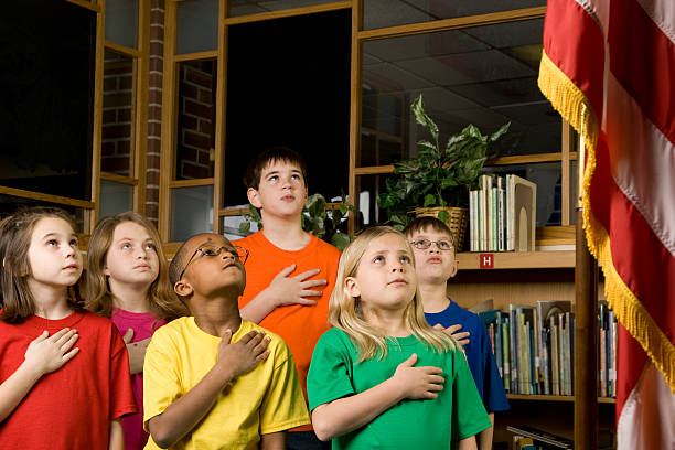 american students pledging allegiance to the flag - swearing stockfoto's en -beelden