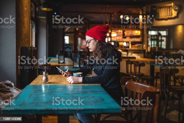 American tourist chatting on her smartphone while sitting at a cafe picture id1088140066?b=1&k=6&m=1088140066&s=612x612&h=rdlnxnubcc27     e5gizv6yuw7hb6cf8q78tagy6y=