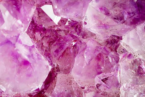 Amethyst Die Textur Des Minerals Makroaufnahmen Von Natürlichen Edelstein Das Rohe Mineral Zusammenfassung Hintergrund Stockfoto und mehr Bilder von Abstrakt