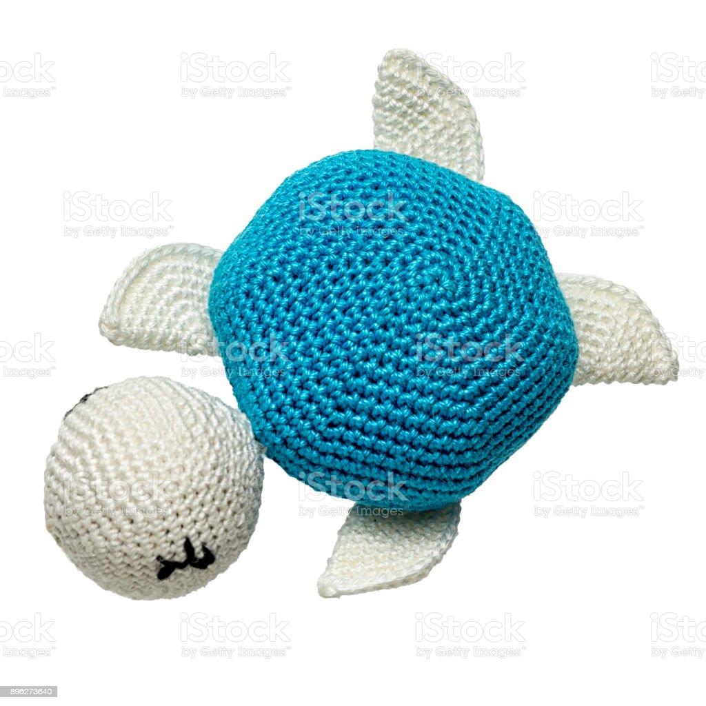 juguete de tortuga ganchillo amigurumi aislado sobre fondo blanco - foto de stock