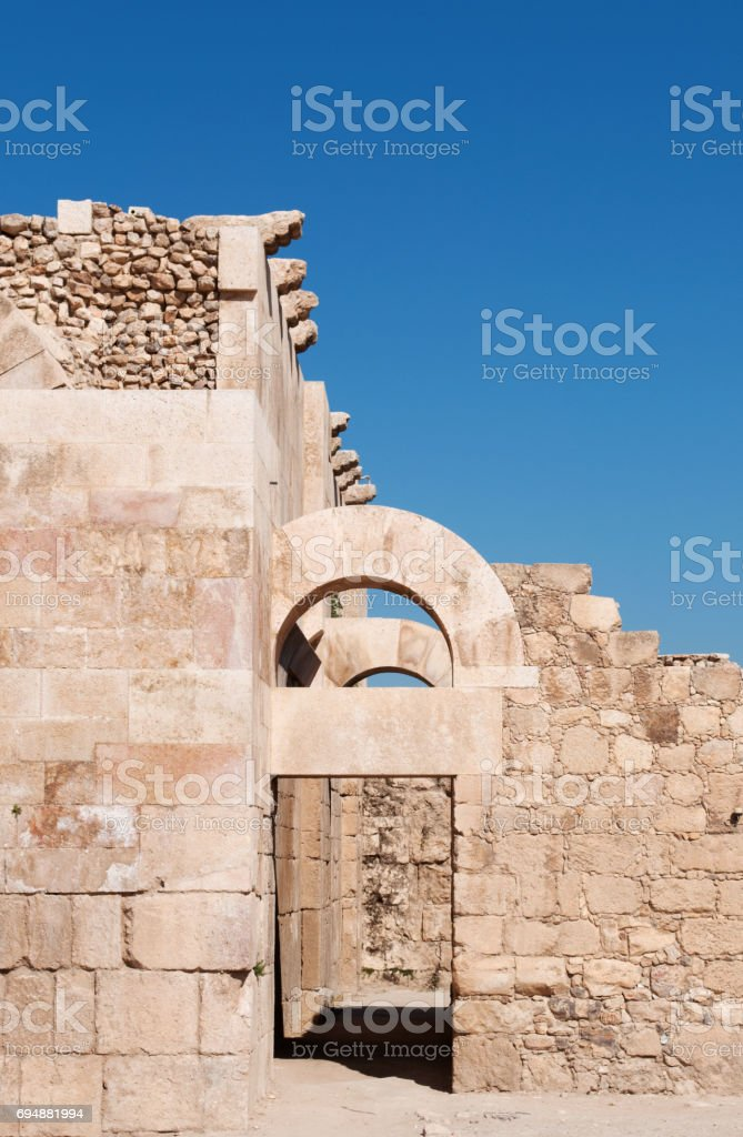 Amman: detail of the Umayyad Palace, large palatial complex from the Umayyad period located on the Citadel Hill (Jabal al-Qal'a) of Amman and built during the first half of the 8th century stock photo