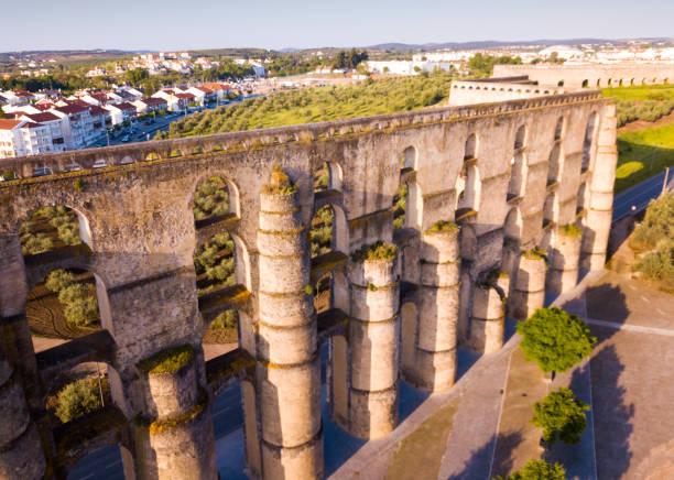 amoreira aqueduct, elvas, portugal - portalegre imagens e fotografias de stock