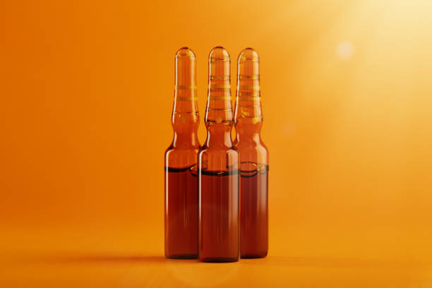 앰플. 오렌지/옐로우 배경에 유리 약 앰플 - 앰풀 뉴스 사진 이미지