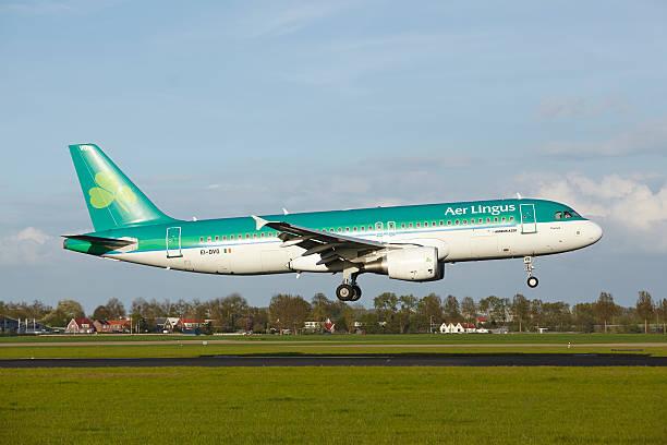 Amsterdam Airport Schiphol-Airbus A320 der Aer Lingus lands – Foto