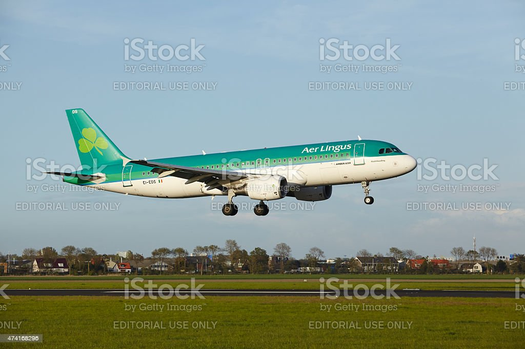 Amsterdam Airport Schiphol - Airbus A320 of Aer Lingus lands stock photo